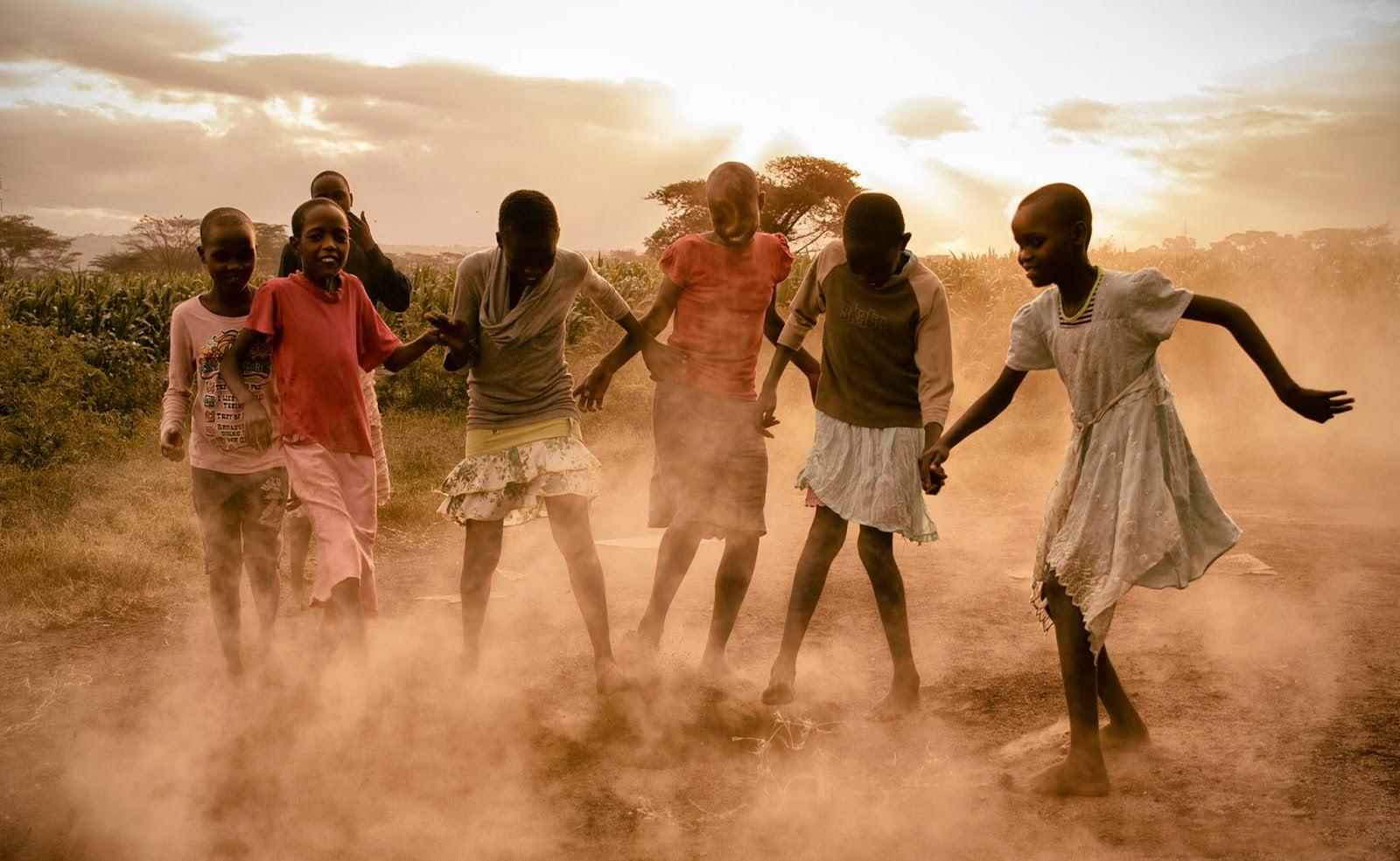 niñas Kenia bailando