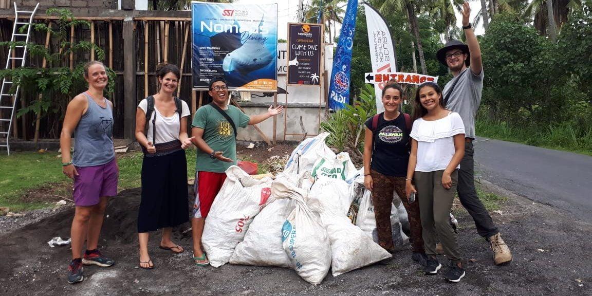 Limpieza en playas de Indonesia