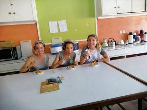Claudia coincidió con otras personas voluntarias en el proyecto