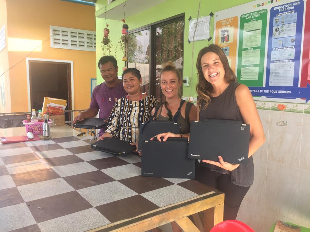 Donación ordenadores Camboya