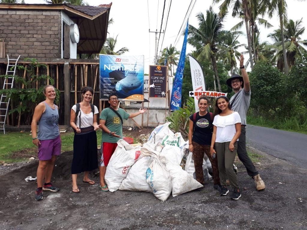 Limpieza de playa Nusa Penida