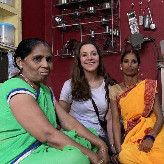 En la cocina con las mujeres del taller de Comercio Justo